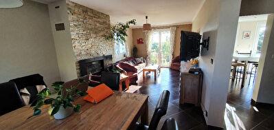 Orvault Bourg : Belle maison familiale renovee avec gout, 6 chambres + salle de jeux, sur parcelle de pres de 1200 m2. Etat irreprochable !