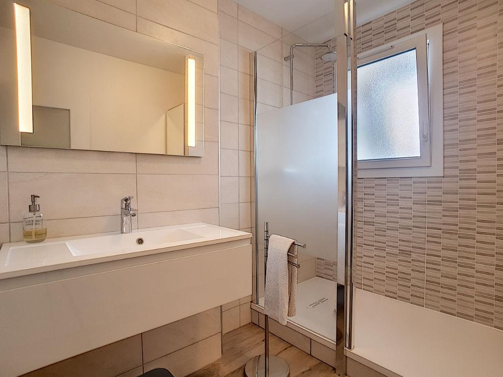 A vendre BILLERE Appartement T4  entièrement rénové de 77 m² en dernier étage avec 2 chambres, terrasse, cave et garage