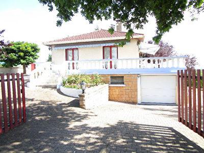 Sainte Consorse, maison 5 pieces 105 m2 sur 2700 m2 de terrain.