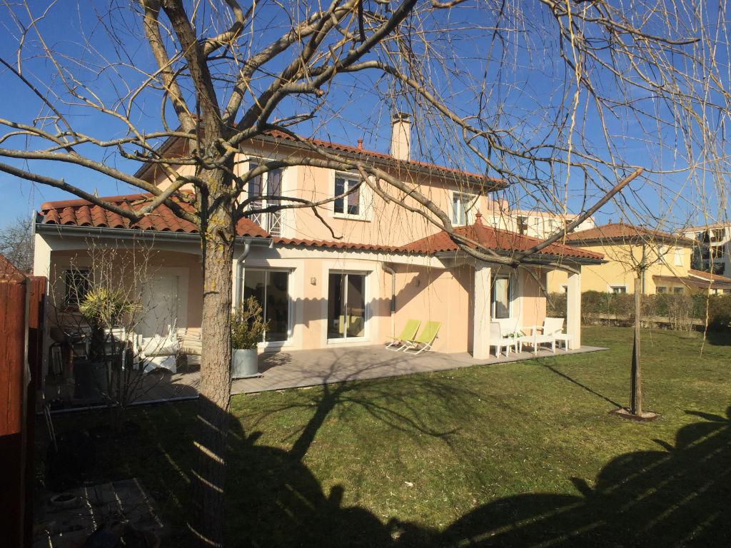 photos n°1 CRAPONNE, maison récente, 4 ch, 140 m²