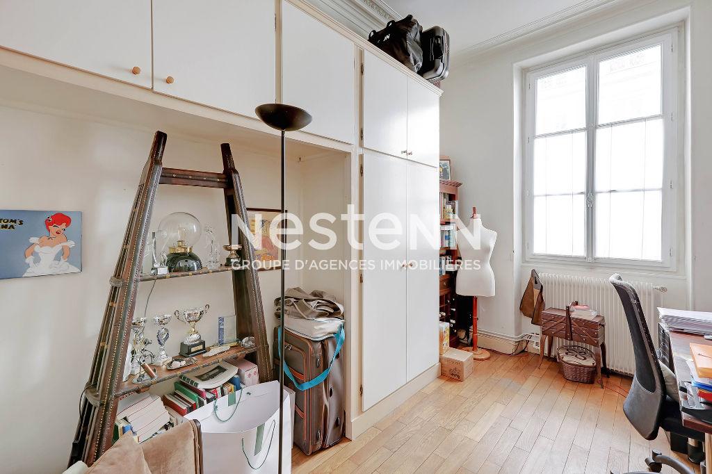 Paris 9ème - 4 pièces - 77 m2 - Liège / Blanche / St Georges