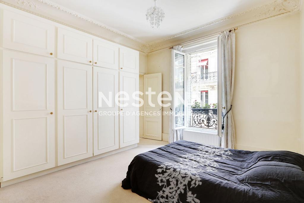 Paris 8 - Saint-Philippe du Roule - Appartement 5 pièces - Cave - Immeuble haussmannien