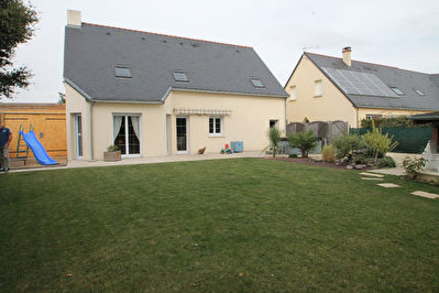 Maison Recente Independante, Feneu, 5 chambres, garage, 645m2 de jardin.