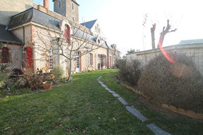 Maison  ancienne Le Lion D Angers, 4 chambres, dependances, jardin!