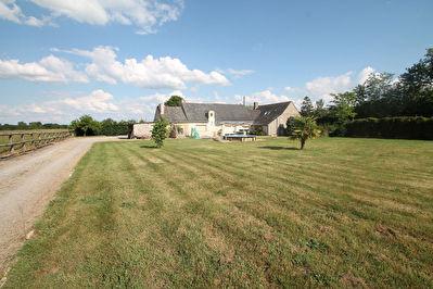 Maison ancienne, Soulaire et Bourg, 3 chambres, 1,3  hectares de terrain!