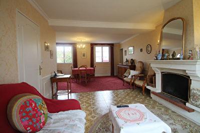 Maison Longuenee En Anjou, 3 chambres plus bureau, grand terrain, garage!