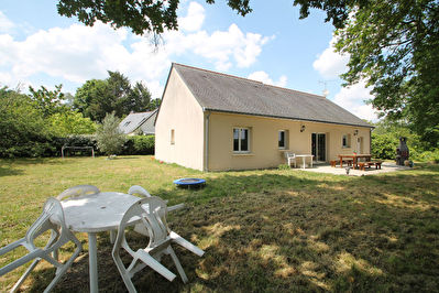 VENDU : Maison Ecuille, 3 chambres, garage, grand jardin!