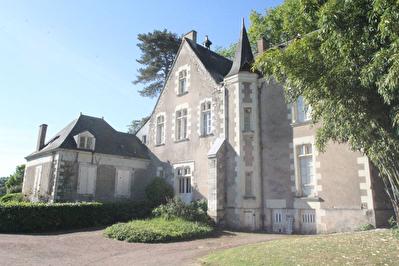 Maison bourgeoise  11 piece de 480 m2 , sur 25 000m2  de terrain a 10 minutes d'Angers