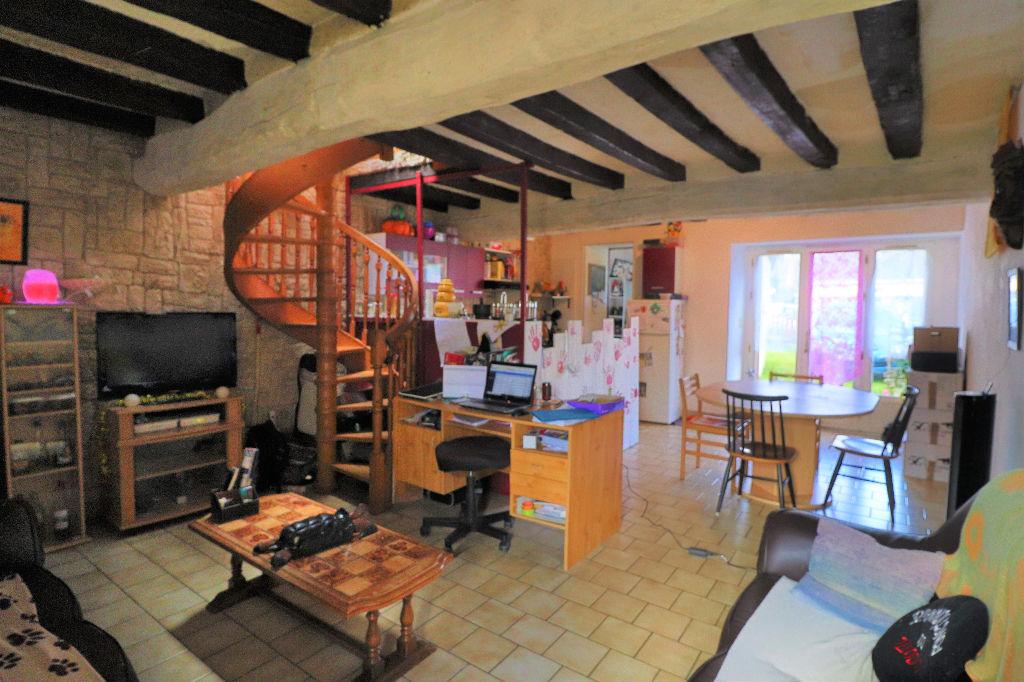 A VENDRE : Maison Soulaire Et Bourg .