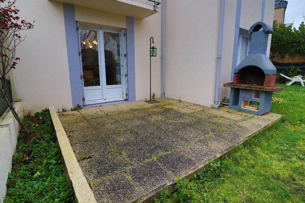 A VENDRE Maison ANGERS CAMUS , 3 chambres, jardin, garage.