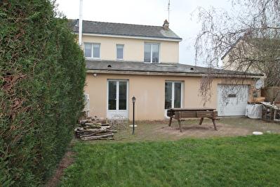 A vendre maison Avrille, situee dans un environnement calme proche du tramway 4 chambres dont une de plain pied plus un bureau  garage et jardin