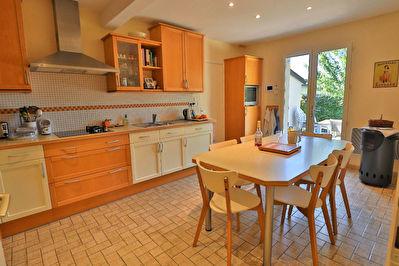 Maison Longuenee En Anjou, 4 chambres et un bureau, garage, Jardin!