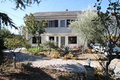 VENDU Maison independante Centre d'Avrille, 3 chambres, jardin, sous-sol!