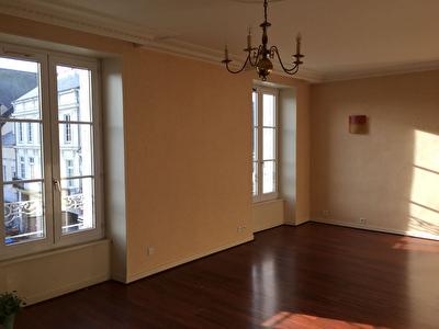 Appartement 3 pieces a louer en centre ville de La Fleche de 77 m2