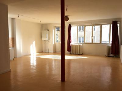A louer - Appartement a louer en centre ville de La Fleche