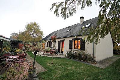 Maison a Pellouailles les Vignes composee de cinq chambres dont trois de plain-pied, jardin de plus de 630 m2
