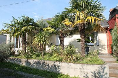 Maison en plein coeur de Montreuil Juigne, 5 chambres, jardin de plus de 930 m2, double garage