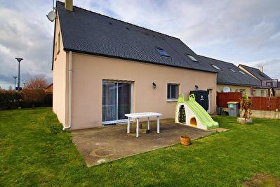 Maison a Chateauneuf sur Sarthe, jardin de 440 m2, de 2009