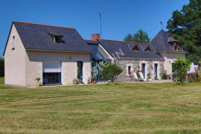 Ancienne de caractere renovee, proche d'Angers de plus de 6600 m2
