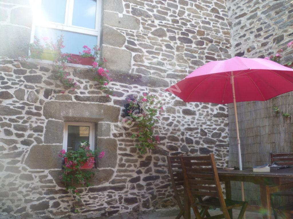 Maison 3 chambres  à La Ville Es Nonais avec un  patio