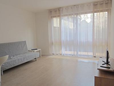 Appartement Fontenay Le Fleury 1 piece 27 m2