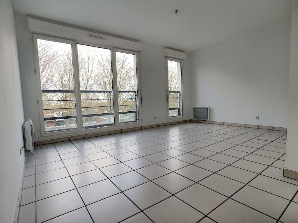 photos n°1 Bel Appartement  2 pièces 47m² dans une résidence récente de Trappes-En-Yvelines.