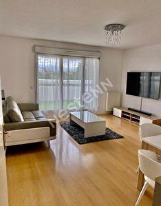 Appartement  4 pieces 84 m2 - ELANCOURT
