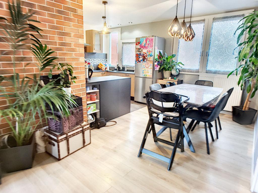 Appartement Guyancourt 4 pièces. Terrasses. Proche gare.
