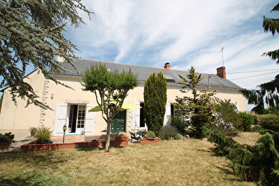 Maison a Villeveque de 165m2 avec jardin et 5 chambres