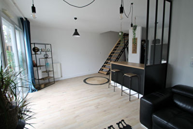 MONTREUIL JUIGNE maison 3 chambres dont 1 en rdc, jardin expose sud