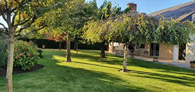 Maison Angers 272 m2hab+150m2combles,terrain 1916m2,double garages et annexes
