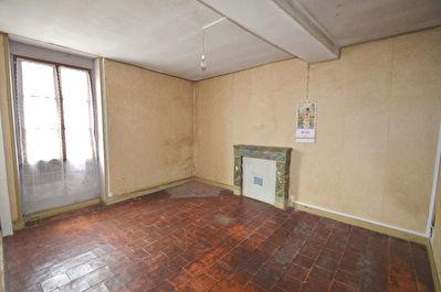 Maison ancienne Baune 6 pieces 100 m2 , dependance, cour !