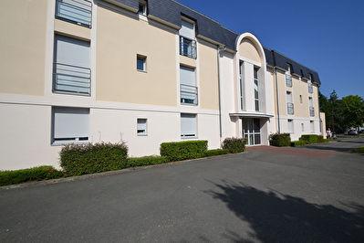 Appartement Montreuil Juigne T3 parking prive Cave