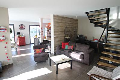 Maison recente a Trelaze, 4 chambres dont une de plain-pied, salle d'eau et salle de bains, jardin de plus de 300 m2 et garage