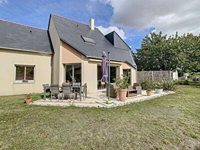 Maison avec vie de plain pied 4 chambres 140 m2  jardin 1380 m2 a Trelaze