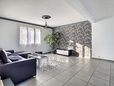 Maison ancienne independante renovee -Trelaze