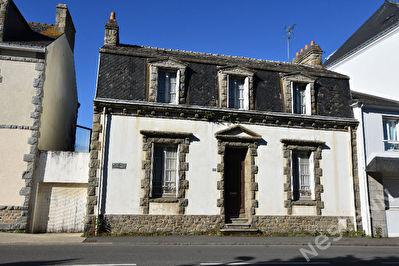 Maison a renover en plein coeur du bourg de Carnac