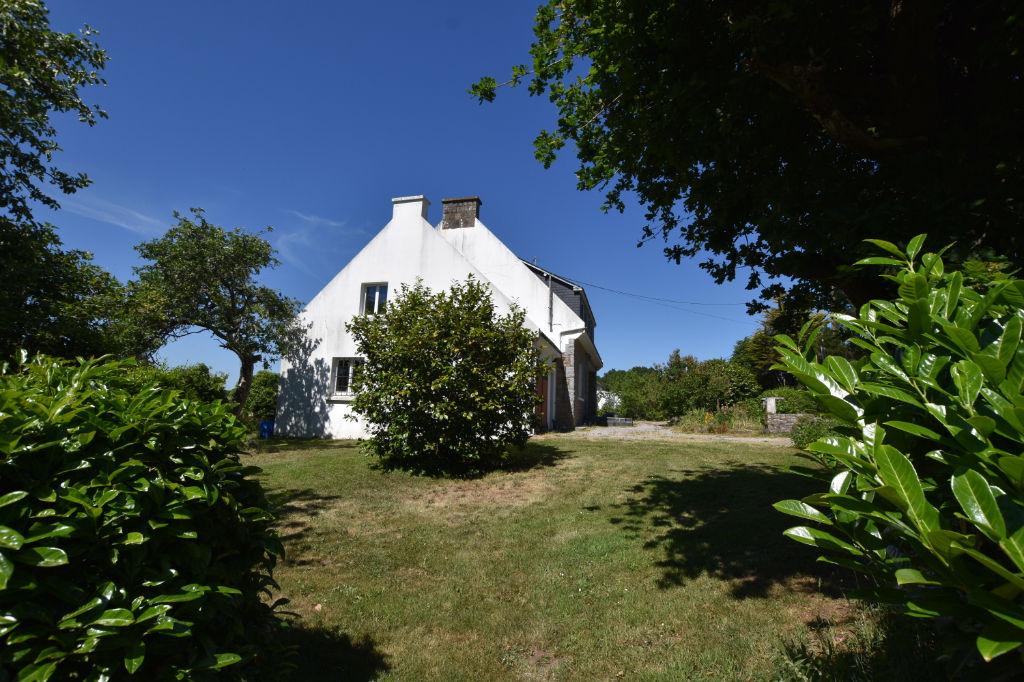 Maison des années 70 sur un beau terrain de 850 m² à 2 km du port de la Trinité sur mer