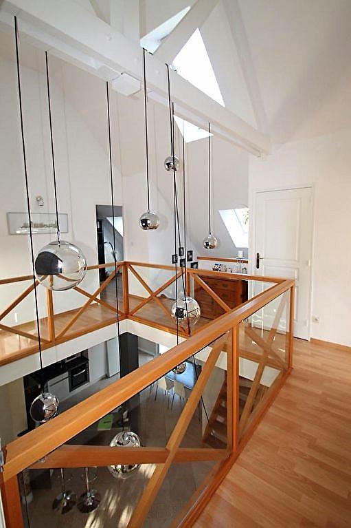 A vendre. ANGERS Nazareth. Environnement calme. Maison lumineuse, 4 chambres plus un bureau. Cuisine ouverte aménagée équipée, grande pièce de vie, un garage et jardin clos.