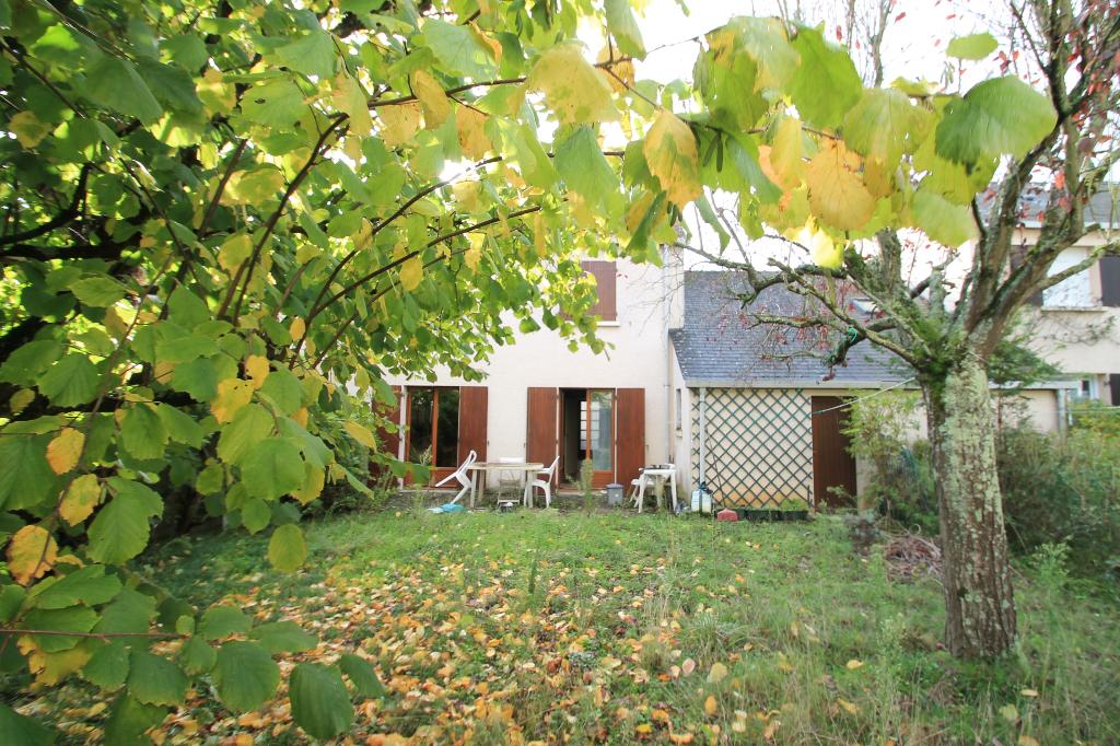 photos n°1 Maison Angers secteur Bichon. 3 chambres. garage. terrain clos. Fort potentiel.