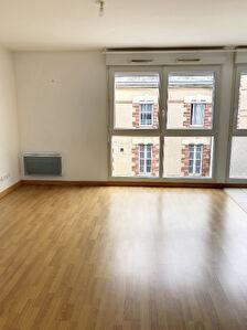 A vendre Angers hopital Barra. Appartement type 2. Residence recente avec ascenseur . Chauffage individuel. Place de parking en sous-sol.