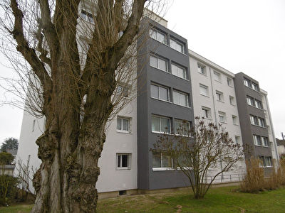 SAINT JEAN DE LA RUELLE, appartement T3 + balcon sud, cave et parking