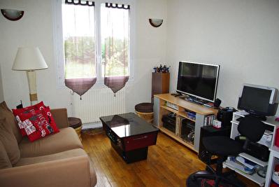 A VENDRE SAINT JEAN DE BRAYE -  Maison de type 4 en excellent etat avec jardin et garage.