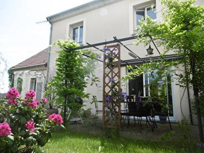 Saint Jean De Braye - Maison T5 de 112 m2 avec jardin et garage.