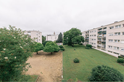 Agreable appartement  T4 au coeur de St J. De La Ruelle  avec parking/balcon/cave