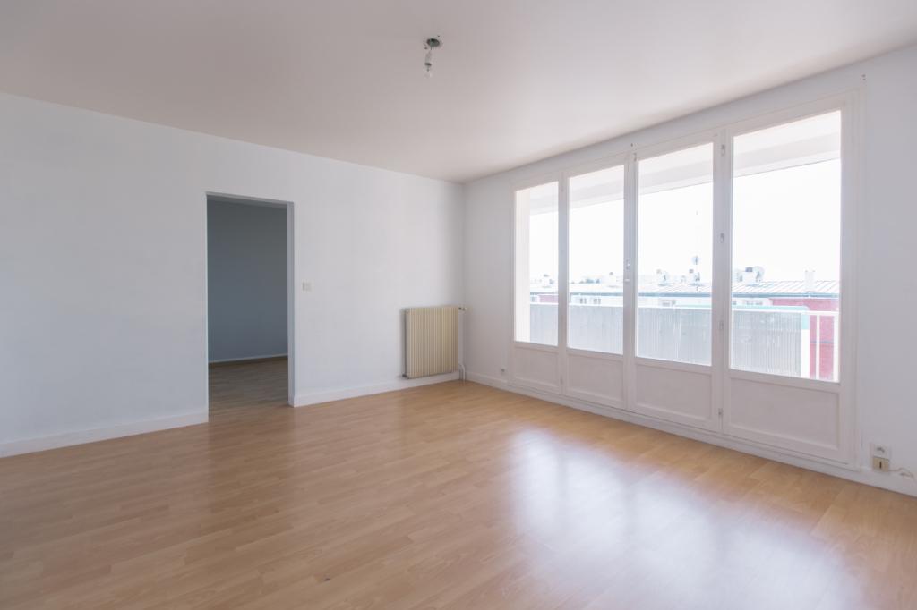 photos n°1 Appartement St Jean De La Ruelle 2 pièces 46.25 m², balcon, cave
