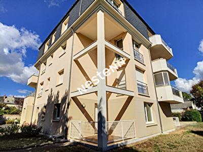 ORLEANS Rue Saint Marc - Appartement F2 43m2  avec terrasse/jardinet exterieur - tres lumineux  - Parking !