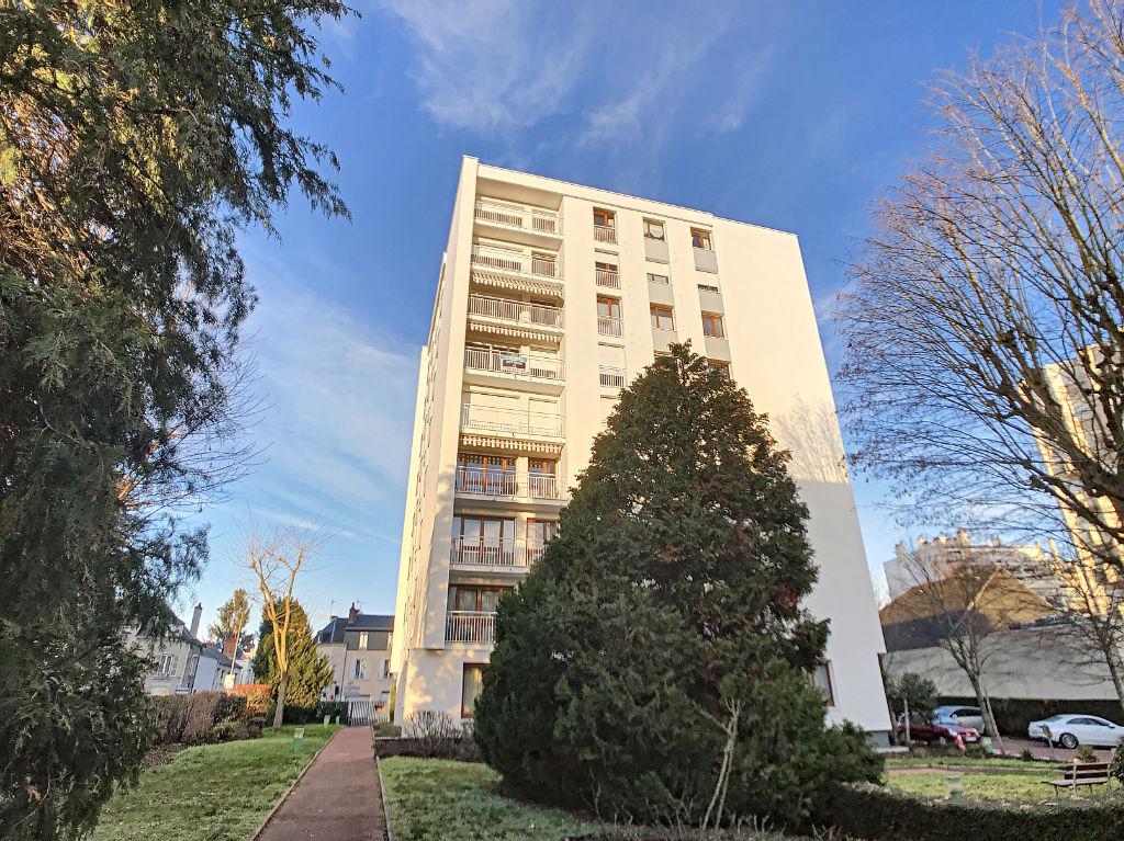 DUNOIS - Immeuble ravalé et isolé - T5 - 3 chambres - parkings - balcon - ascenseur - cave
