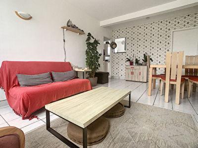 Appartement -T2  Saint Jean De La Ruelle - Lumineux, avec parking et a 4 min du tram, des commerces et de l'A10