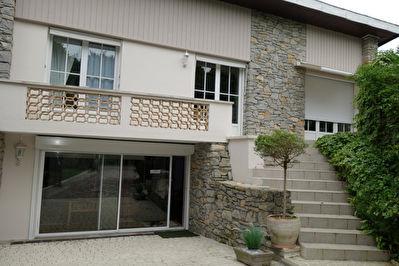 Maison St Pierre Du Mont 6 pieces 196 m2